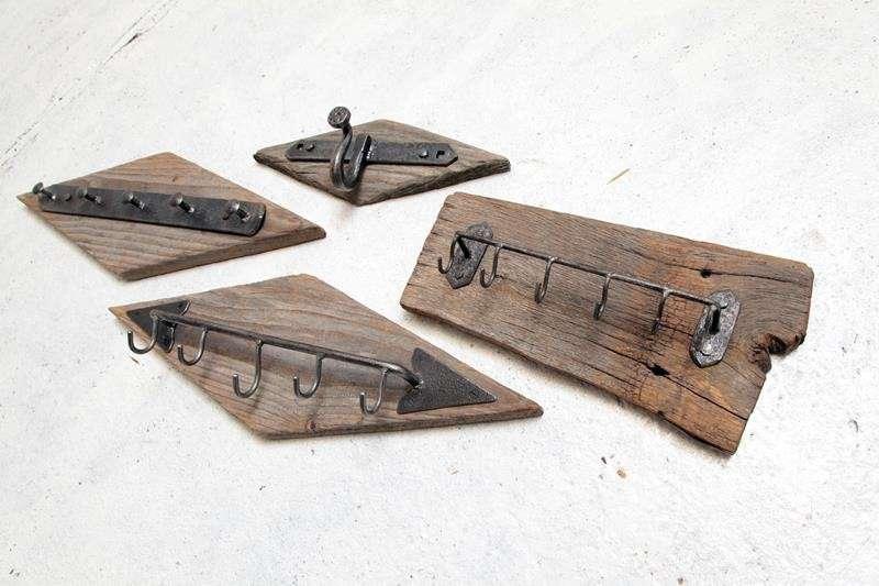Wieszaki-industrialne-ze-starej-deski-i-metalu-z-odzysku