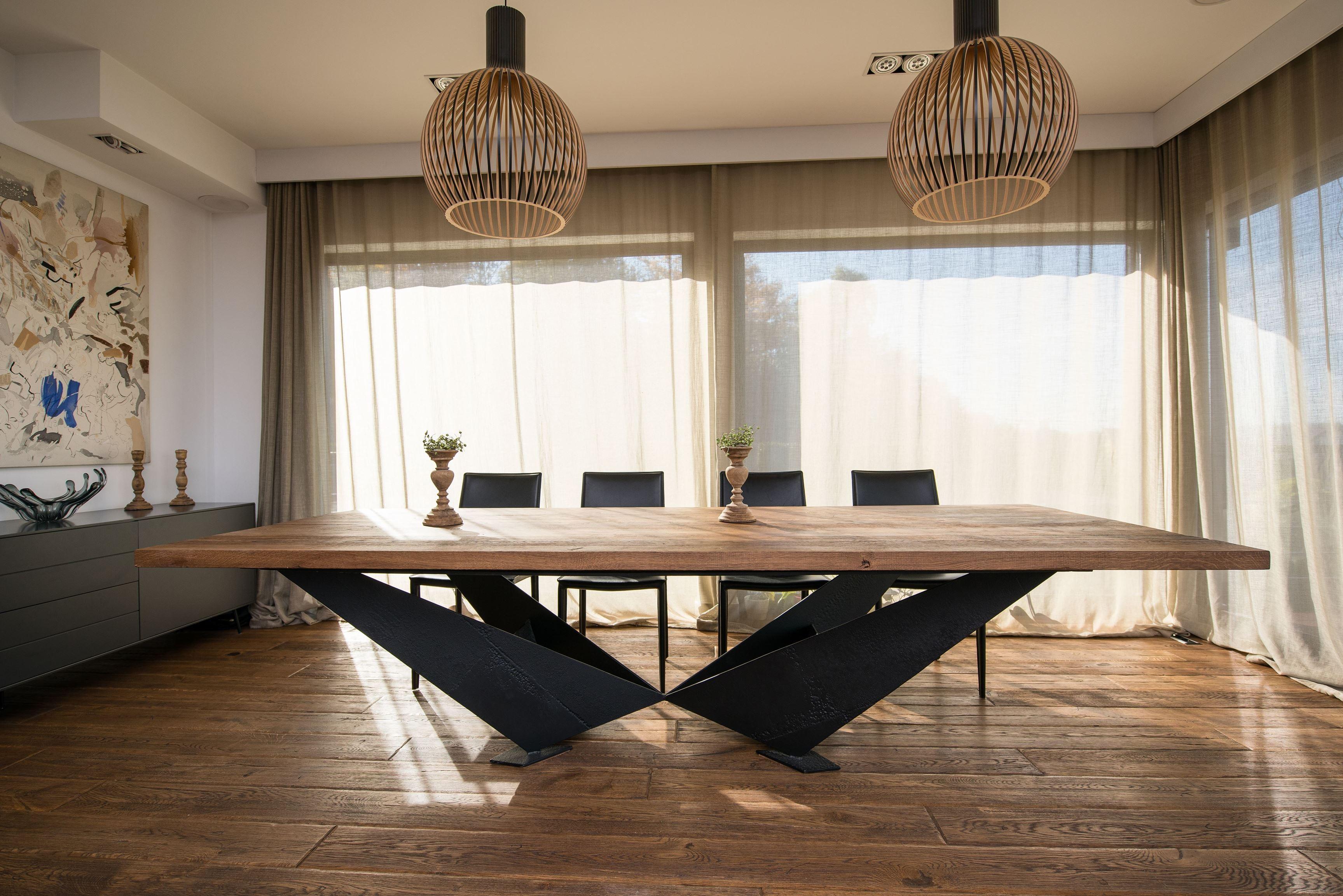 meble-ekskluzywne-industrialne-stol-ze-starego-drewna-i-metalu