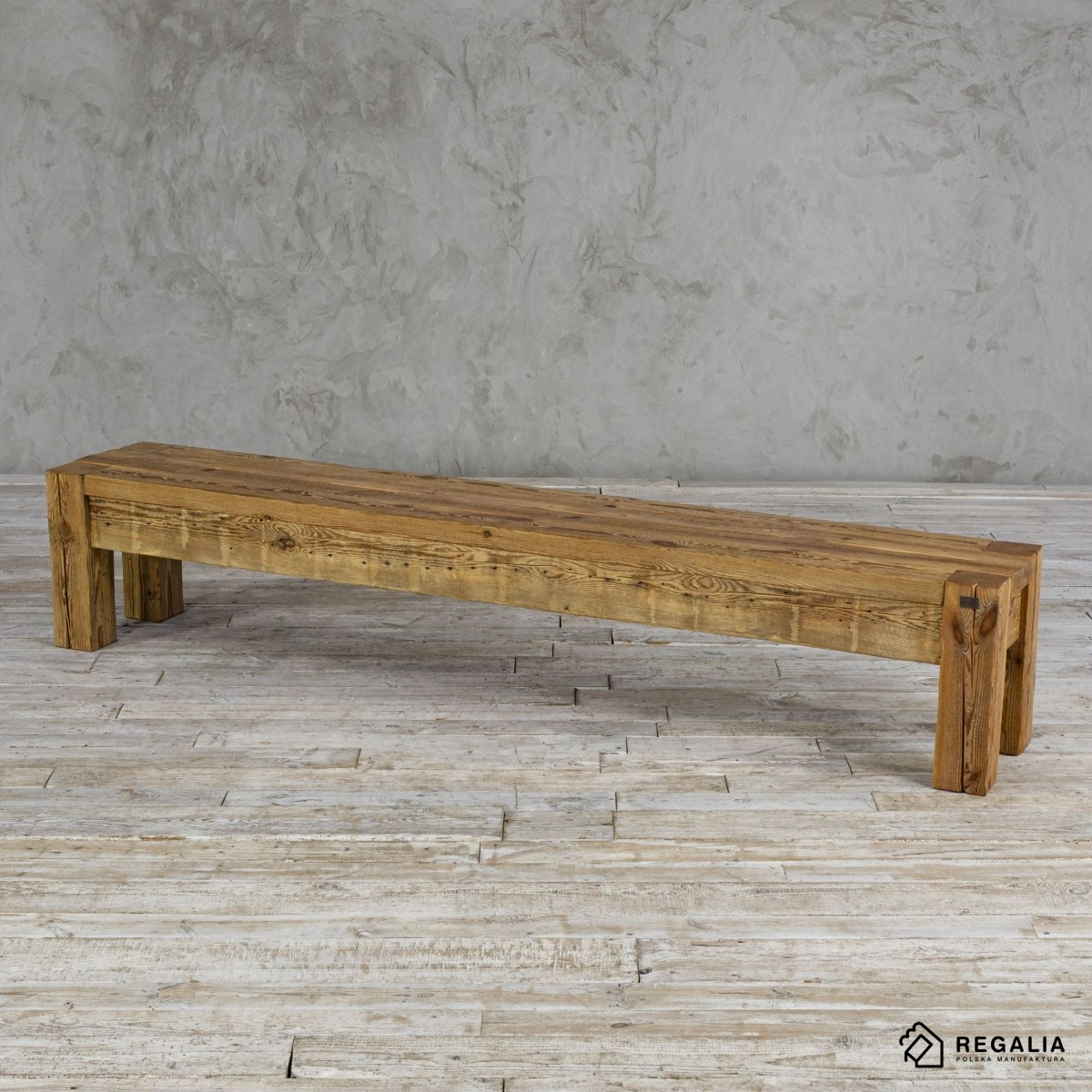 Ławka ze starego drewna